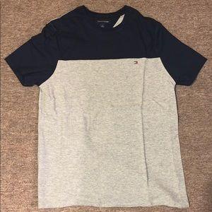 SMALL Tommy Hilfiger T-Shirt